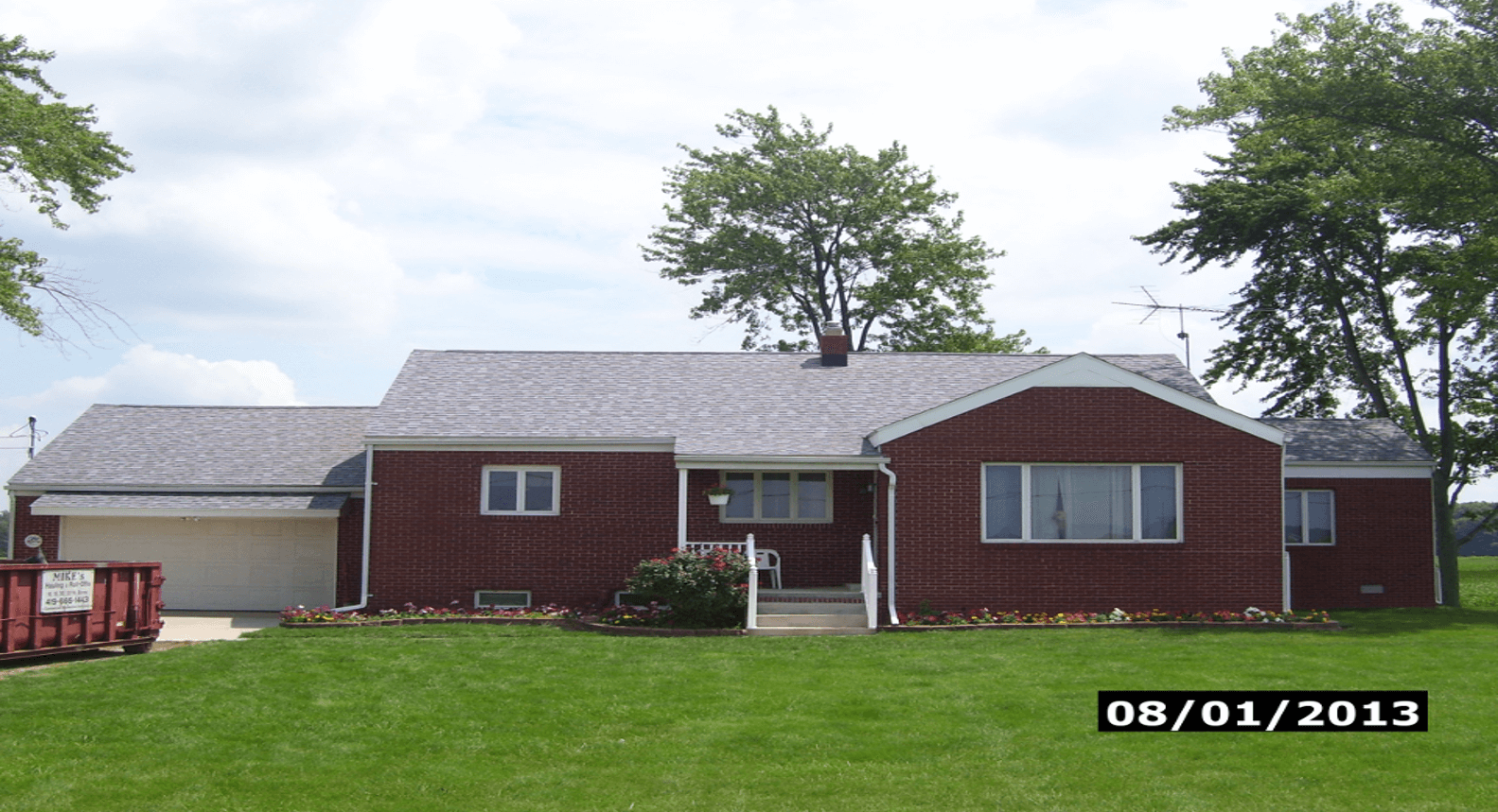 This house look great with its freshly installed Owens Corning Roof!